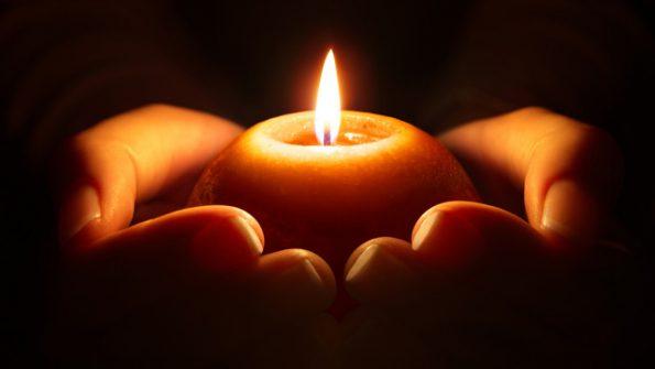 Kerze-Hände